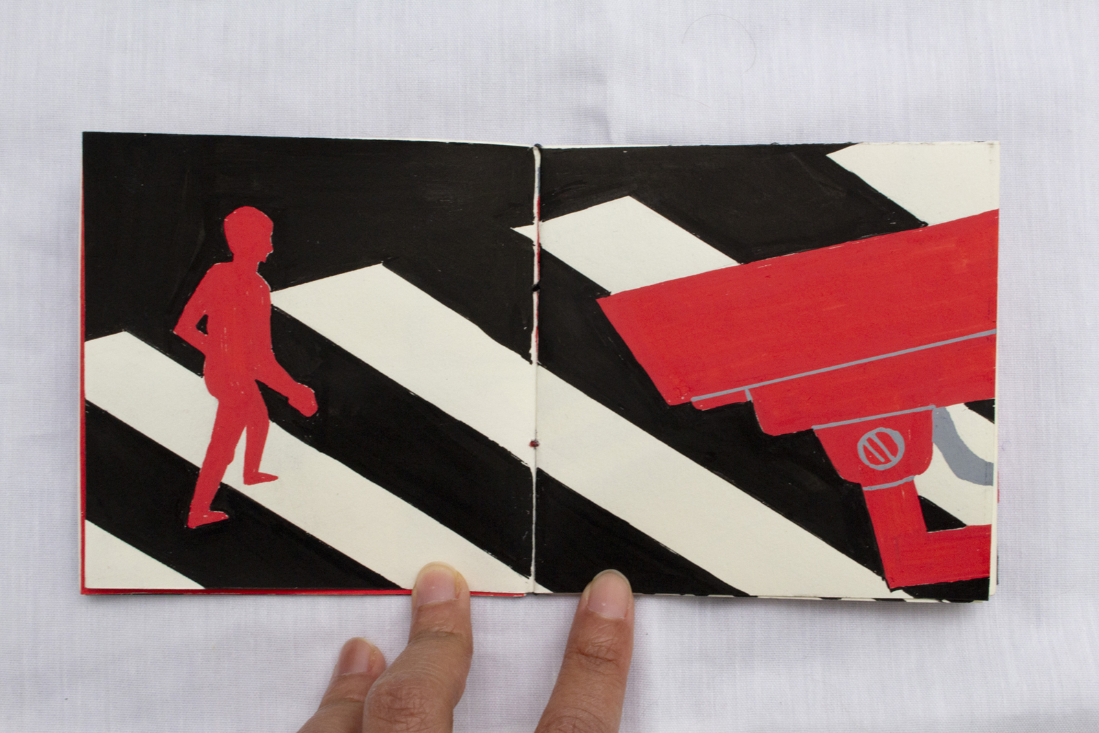 Sixth spread. A red camera follows a red silhouette of a person in a crosswalk.